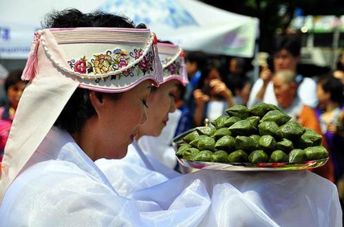 Biểu diễn làm bánh Trung thu Hàn Quốc tại TP HCM