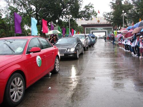 40 xe ôtô du lịch tự lái đầu tiên qua cửa khẩu Móng Cái