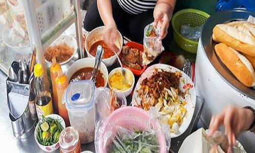 Quán bánh mì chấm 40 năm ở Nha Trang