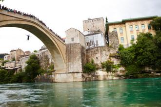 Dịch vụ nhảy cầu 'mua vui' ở Bosnia