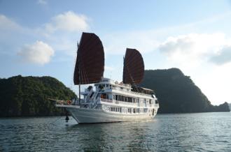 Thăm vịnh Hạ Long bằng du thuyền cao cấp