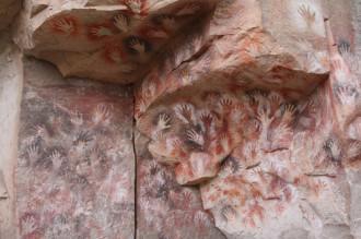 Hang động in dấu tay ở Argentina
