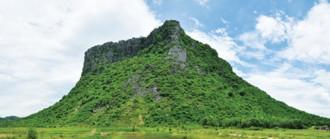 Ngọn núi linh thiêng ở xứ Quảng