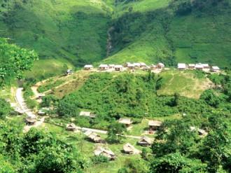 Bản làng người Mày dưới ngọn núi Găng Màn hùng vĩ