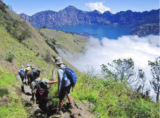 Gunung Rinjani, hành trình cheo leo bên miệng núi lửa
