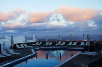 Màu xanh mê hoặc ở Santorini