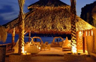 Những quán bar độc đáo trên bờ biển