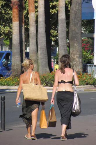 Thành phố chỉ dành cho người khỏa thân ở Pháp