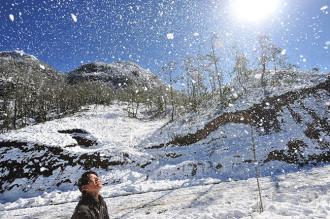 Người Sapa thêu thùa giữa mênh mông tuyết trắng