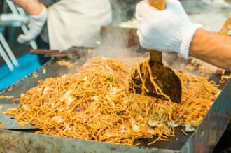 Yakisoba, mì ngon trên đường phố Nhật Bản