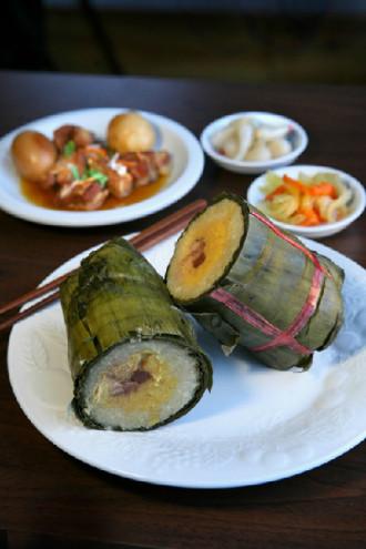Bánh cổ truyền trên mâm cỗ Tết miền Trung