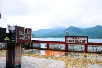 Đền Thác Bờ linh thiêng ở Thung Nai