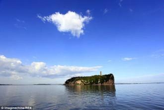 Hồ nước ngọt lớn nhất Trung Quốc bỗng hóa đồng cỏ