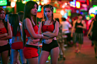 'Kiều nữ' phố đèn đỏ Thái Lan lao đao vì biểu tình