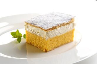 Kremna rezina, món bánh kem khó quên xứ Slovenia