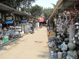 Sắm đồ Tết ở làng gốm Bát Tràng
