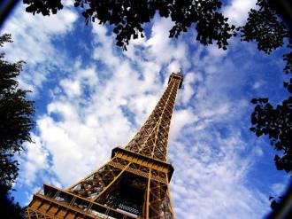 Tư gia trên đỉnh tháp Eiffel
