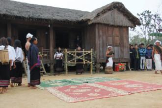 Lễ hội 'bắt chồng' độc đáo của thiếu nữ Chu Ru