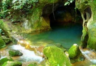 Trinh nữ pha lê trong hang địa ngục ở Belize