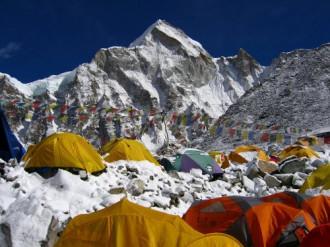 Mùa chinh phục Everest năm nay có nguy cơ dừng lại
