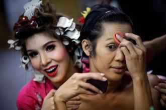 Các show diễn hoành tráng của người chuyển giới Thái Lan