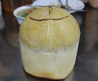 Thưởng thức rau câu trái dừa mát lạnh ở Sài Gòn