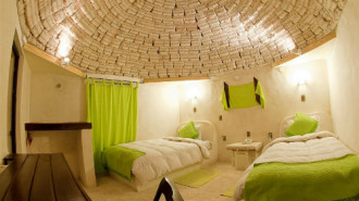 Bolivia xây khách sạn làm từ muối