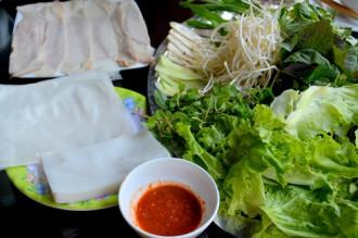 Đến Đà Nẵng đừng bỏ qua bánh tráng cuốn thịt heo