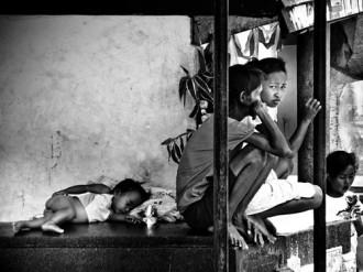 Cuộc sống của dân nghèo nơi nghĩa địa