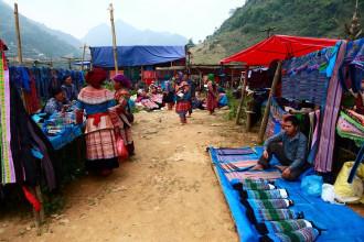 Say mê với vẻ đẹp thuần túy nhưng rực rỡ của phiên chợ Cán Cấu ở Lào Cai