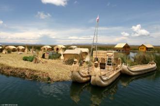 Hòn đảo kết bằng lau sậy ở Peru