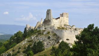 Lâu đài Cachtice, ám ảnh kinh hoàng của những cô gái đồng trinh