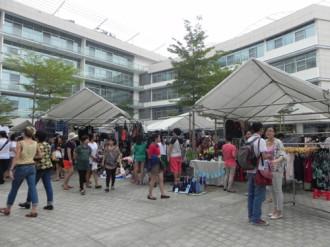 Phiên chợ trời đầy 'cám dỗ' ở Sài Gòn