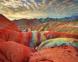 Hai dãy núi cầu vồng kỳ lạ ở Mỹ và Trung Quốc