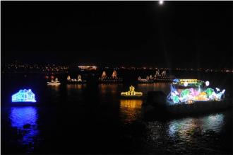 Lễ hội thuyền đăng trên sông Sài Gòn