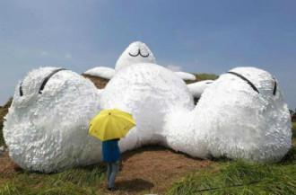 Thỏ trắng, hà mã khổng lồ soán ngôi chú vịt vàng