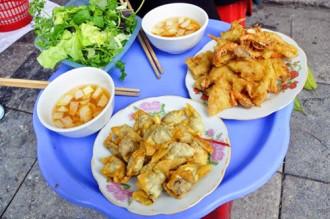 Khách Tây ngây ngất với tour ẩm thực Hà Nội