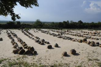 Mộ đá người dân tộc Chăm