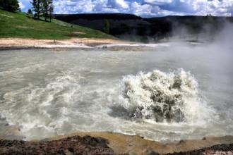 Những hồ nước nguy hiểm nhất thế giới