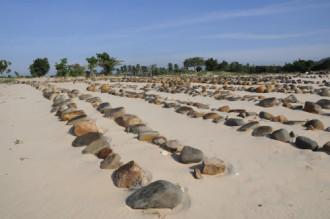 Những ngôi mộ đá của người dân tộc Chăm