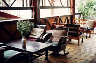 Những quán ăn, cà phê mang phong cách Tây ở Hà Nội