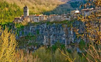 Castellfollit de la Roca - ngôi làng đẹp hơn tranh ở xứ bò tót