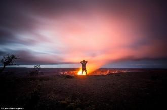 Nghẹt thở với bộ ảnh ngoạn mục bên miệng núi lửa Hawaii