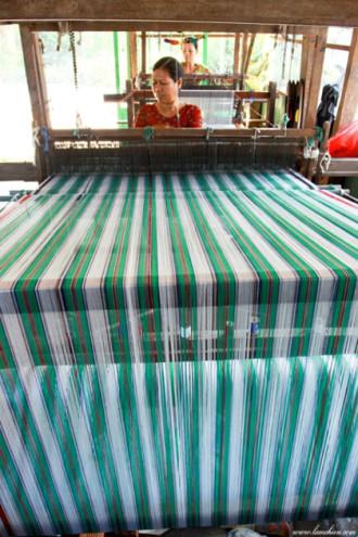 Thăm làng nghề thổ cẩm ở Châu Phong