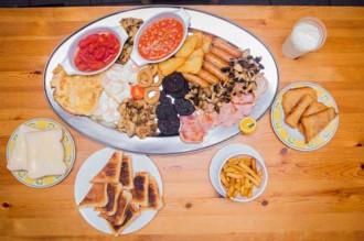 Ăn sáng theo kiểu 'quái vật' ở Anh