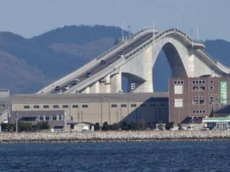 Khám phá cây cầu siêu dốc ở Nhật Bản