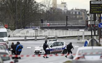 Paris yêu cầu du khách cẩn trọng và thể hiện sự đoàn kết