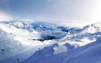 Ngã từ núi cao 500 m khi mải chụp ảnh 'tự sướng'