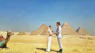 Cặp đôi du lịch qua 12 nước để mừng đám cưới