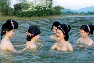 Kỳ thú 'tắm tiên' ở Việt Nam và các nước